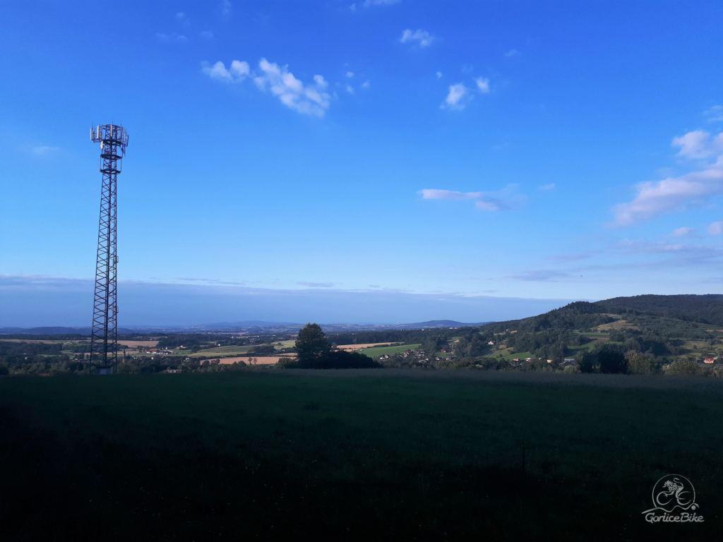Niebieskim szlakiem przez Obocz na Owczarską Przełęcz