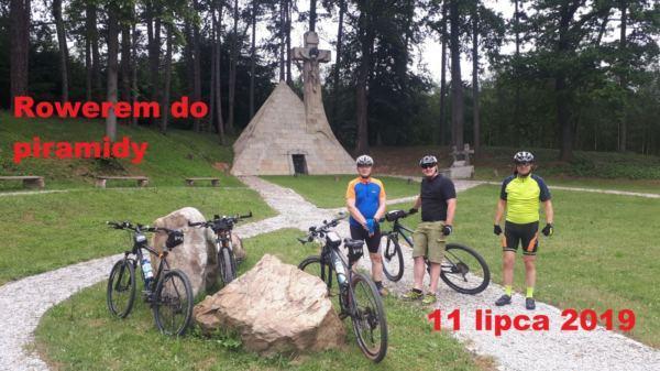 Relaksacyjna rowerowa przejażdżka do piramidy