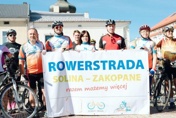 Happening w Krośnie na rzecz budowy trasy rowerowej Solina-Zakopane